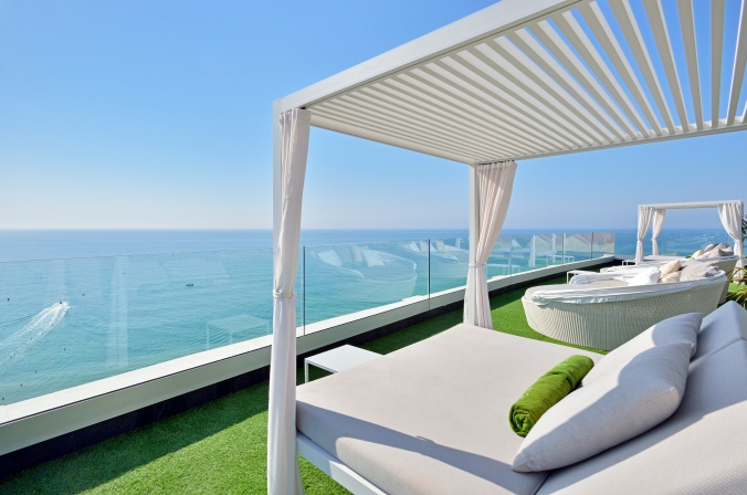 317MeliaCostaDelSol-Rooftop_Bali_Bed_Front_Sea_View